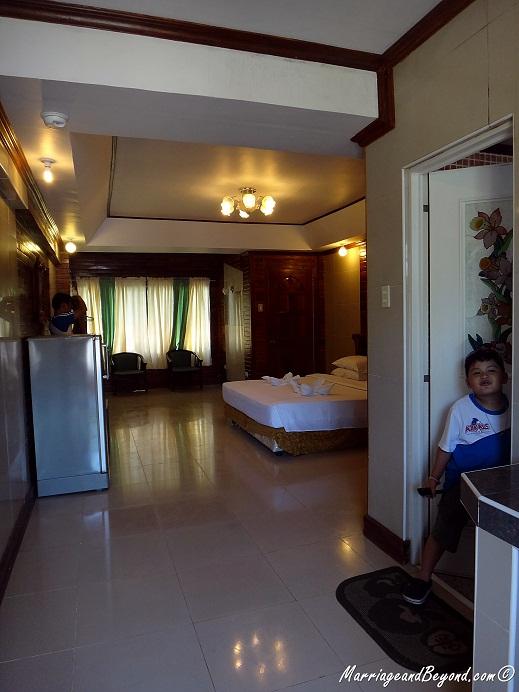 Dumaluan Beach Resort executive double room