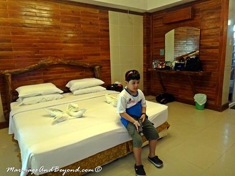 Dumaluan Beach Resort King sized bed