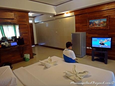 Dumaluan Beach Resort king size bed