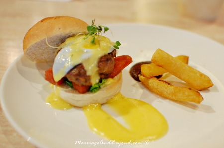 2nd's Benedict Burger (small)