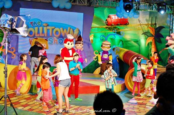 jollitown kids show with jollibee