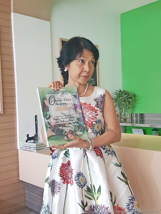 Organic Divine Gorgeous Recipes to a Passionate Cook by Eleanor Rivera