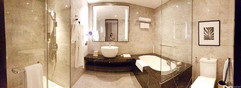 hyatt city of dreams superior room toilet and bath