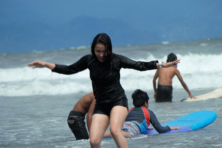 jen-surfing-in-baler