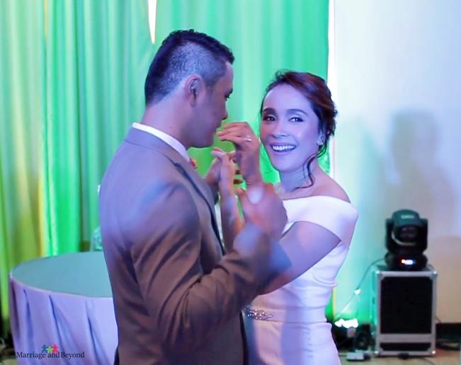 jeffjenjeff-and-jen-dancing wedding