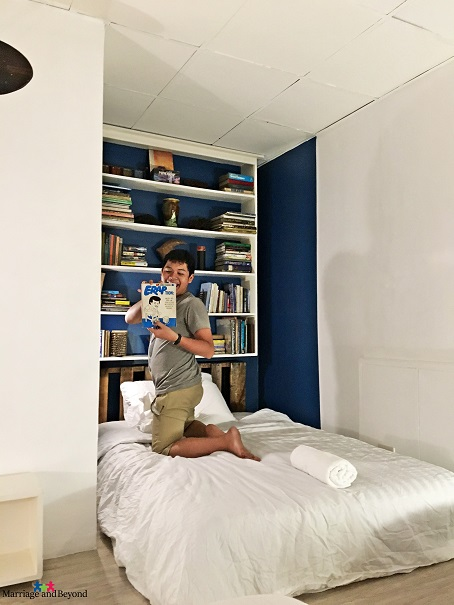 The Nest by the Sea in Subic Freeport bedroom library